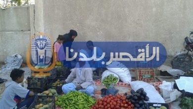 Photo of لمنع التكدس.. نقل الباعة الجائلين من وسط إسنا
