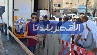 Photo of أهالي الأقصر يرحبون بالقوات المسلحة بإلقاء التحية العسكرية أثناء توزيع اللحوم