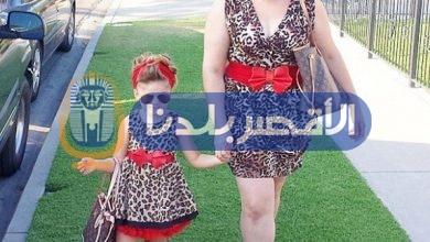Photo of بالصور.. امرأة تنفق آلاف الدولارات لتطابق ملابسها مع ملابس ابنتها يوميًا