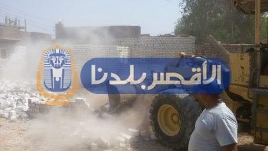 Photo of بالصور.. حملة تسفر عن إزالة 28 مبنى في مركز القرنة