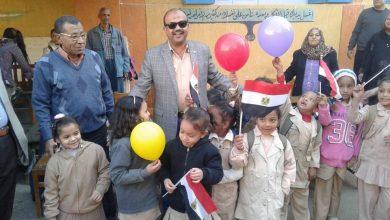 Photo of بالصور .. عاشور يكرم الطالبات المتفوقات بأرمنت الوابورات