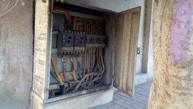 Photo of بالصور.. لوحة توزيع كهرباء تهدد حياة المواطنين أمام أبواب مستشفى الأقصر الدولي