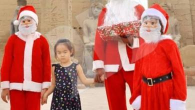 Photo of بابا نويل يوزع هدايا فرعونية على السائحين بمعبد الاقصر