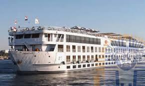 Photo of شحوط فندق عائم يحمل 113 سائحًا بالقرب من جزيرة أرمنت
