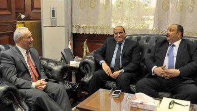 Photo of محافظ الأقصر يبحث مع مدير هيئة الإصلاح الزراعي الاستفادة من اراضى الهيئة في تنفيذ مشروعات تنموية