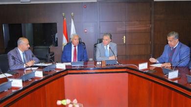 """Photo of وزير النقل يبحث تطوير """"أسوان ـ الأقصر"""" الغربي"""