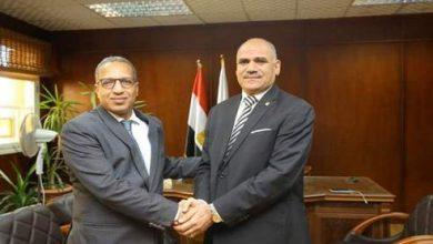 Photo of محمد محجوب عزوز يتسلم مهام منصبه الجديد رئيسا لجامعة الأقصر